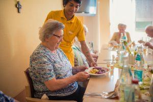 Seniorenstift Tiroler Hof - Beim Mittagessen